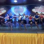 Delirio en la pista: Cientos de aficionados se abandonan a los ritmos más calientes en el Latin Festival