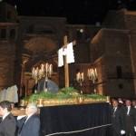 La Santa Cruz, portada por anderos, protagonista del Vía Crucis