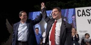 Page celebra su victoria junto a José Bono (Foto: EFE)