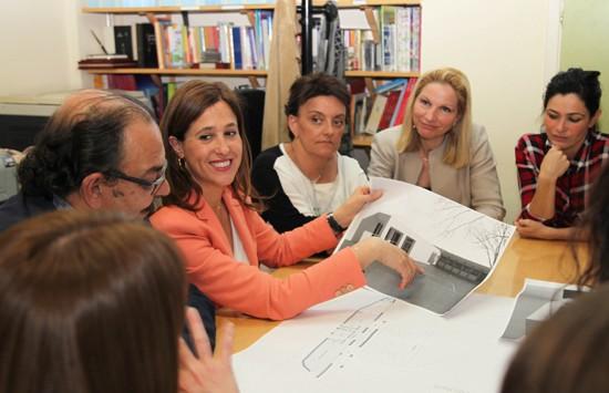 Rosa Romero presenta el proyecto al consejo escolar