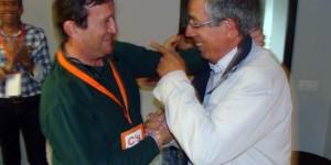 Alejandro Llanos, a la derecha, celebra con Rafael López los resultados electorales del 24 de mayo