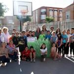 La alcaldesa se compromete a ayudar para que el gimnasio quenecesita el Colegio Cruz Pradosea una realidad los próximos años