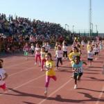 """Manzanares: La carrera popular """"mini"""" llenó de ilusión y deporte la Pista de Atletismo"""