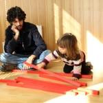 Rafael Román (Espacios Montessori): «¿Prefieres ver a tu hijo apagado, abrumado por los deberes y con miedos… o alegre, lleno de vida, creativo y con una actitud respetuosa?»