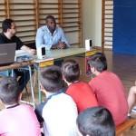 Julio Fis comparte la mañana con los alumnos del colegio La Espinosa