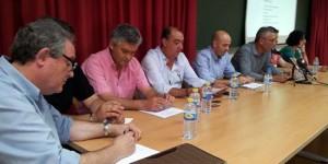 Herminio Sobrino, primero por la izquierda, durante una de las asambleas del club.