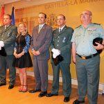 El delegado del Gobierno entrega las condecoraciones al Mérito de la Seguridad Vial al Teniente Coronel Miguel Ángel Muñoz y al guardia civil de Tráfico Juan González