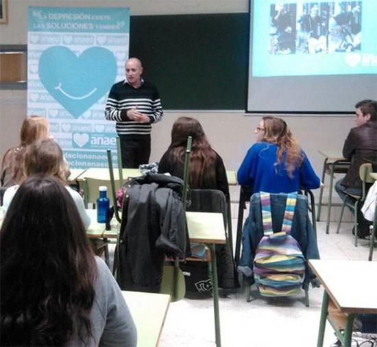 José Ramón Pagés impartiendo una charla acerca de la depresión