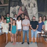 Cooperantes becados por la Diputación explican a Caballero sus experiencias