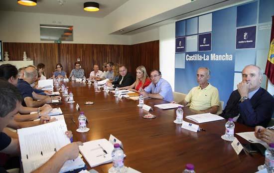 Toledo, 30-07-2015.- La consejera de Fomento, Elena de la Cruz Martín ha presidido hoy la reunión de la  Comisión Regional de Ordenación del Territorio y Urbanismo, en la sede de la Consejería, en Toledo. (Foto: Álvaro Ruiz // JCCM)