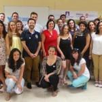 Jóvenes que se ayudan a buscar trabajo en Puertollano