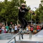 Rosa Romero se alegra de la celebración del Día de la Juventud en el Skate Park, unas instalaciones que construyó su gobierno