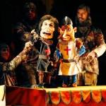 El Espejo Negro divierte con sus provocadoras marionetas