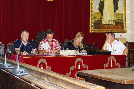 Toledano,-entre-el-alcalde-de-Almodóvar-y-la-gerente-del-CEDER,-durante-la-reciente-reunión-asamblearia