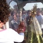 Cerca de un millar de daimieleños esperaron la llegada de la Virgen de las Cruces