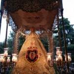 La Virgen del Prado procesiona arropada por un manto de fieles