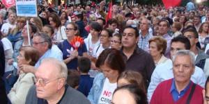 Manifestantes durante un acto de apoyo a los trabajadores de Elcogas en Puertollano