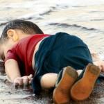 El drama de los refugiados enfocado en una playa de Kos: «Para que te llegue no es necesario que sea una buena fotografía, te tiene que doler»