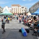 La Asociación Juvenil El Quijote llena de actividad la Plaza Mayor