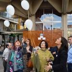 Vuelan globos blancos deASPACECIRE para conmemorar el Día Internacionalde la Parálisis Cerebral