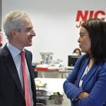 Nico González enseña a Pilar Zamora los proyectosde expansión de NICO Jamones