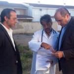 El director de Sanidad planifica las necesidades sanitarias de Poblete con el alcalde y el equipo del consultorio local