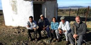 De izquierda a derecha: Aitor (hijo de Manuel), Antonio, Silvia (voluntaria), Manuel y Vicente Luchena