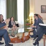 La alcaldesa de Solana del Pino expone a Caballero la situación de su pueblo