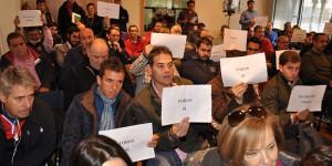 Miembros de la Plataforma en Defensa de la Fiesta durante un acto de protesta en el Ayuntamiento de Ciudad Real.
