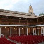 El fotógrafo Esteban Sánchez y la ciudad milenaria de Tebas protagonizan dos exposiciones en el Patio de Comedias de Torralba