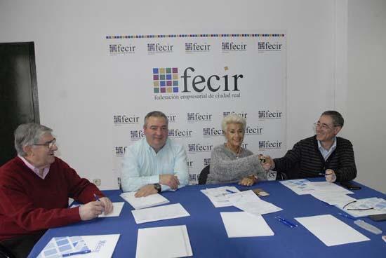 Estaciones de servicio firman un convenio con la oficina for Convenio ingenierias y oficinas tecnicas 2016