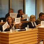 Ciudad Real: El PP comienza el pleno exhibiendo carteles para pedir la dimisión de la alcaldesa