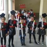 Alumnos del CEIP Maestro Navas marcan el paso hacia la Semana Santa de Aldea del Rey