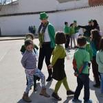 Almagro: Los alumnos del colegio Miguel de Cervantes celebran el día del patrón de Irlanda