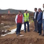 Caballero visita en Almadén las obras del arreglo del puente del Molino de Ferreras