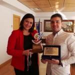 La alcaldesa de Puertollano felicita a Adolfo Romero por el subcampeonato mundial de Heladería