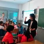 La alcaldesa de Ciudad Real participa en uno de los Talleres de Media-T en el Colegio Cruz Prado