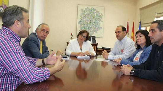 Carmen-Olmedo---Reunion-CCOO-contratas-JCCM