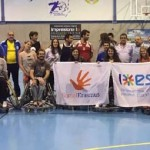 Universitarios de Erasmus conocen el baloncesto en silla de ruedas de mano del BSR Puertollano