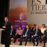 """Día de Castilla-La Mancha: Page anuncia un """"plan de retorno"""" para jóvenes emigrados y 1.000 becas gratuitas de posgrado"""