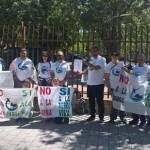 La Plataforma Sí a la Tierra Viva se manifiesta a las puertas del acto del Día de la Región para pedir una reunión con Page