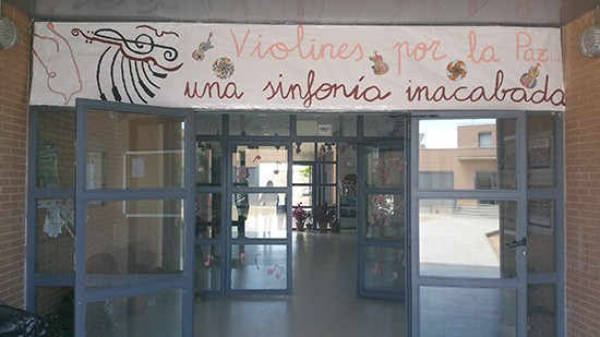 FIN-DE-CURSO-MUSE-EN-EL-COLEGIO-PÚBLICO-JARDIN-DE-ARENA-VIOLINES-POR-LA-PAZ-UNA-SINFONIA-INACABADA