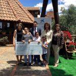La Asociación 'A tu lado' de Villarrubia de los Ojos recibe un cheque de la Obra Social de Fundación La Caixa