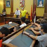 El alcalde de Valdepeñas recibió a jóvenes diabéticos del campamento de verano de ADIVAL