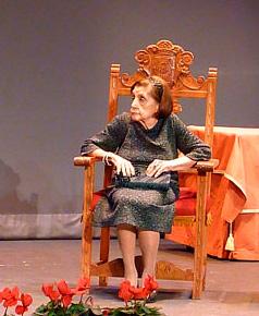 Consuelo García Balaguer en un acto de ASPAS en el que fue reconocida su labor