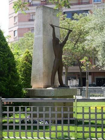 Estatua del Alférez Provisional