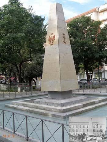 Monolito de la fuente de la Plaza de España