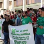 Nueva «ceremonia fúnebre» de la PAH Puertollano ante el Ayuntamiento en reivindicación del mercadillo