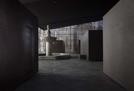 La poética de la libertad. Instalación S.C.R.E.D. de Ai Weiwei en el claustro de la Catedral de Cuenca.
