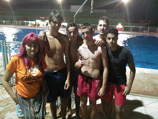 Comienza la actividad en la piscina nocturna de alc zar de for Piscina alcazar de san juan